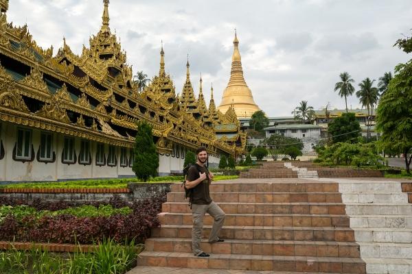 Shwedagon Pagoda z zewnątrz