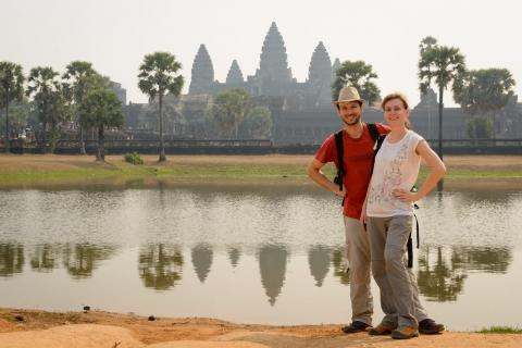 My z Angor Wat w tle