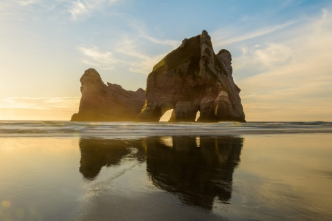 Jedne ze skał na plaży Wharariki
